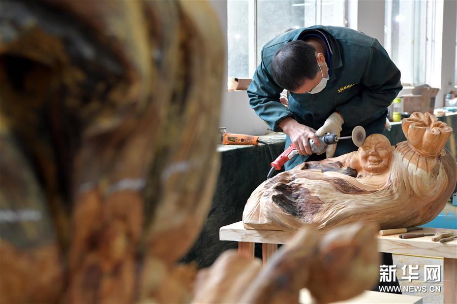 (文化)(1)同台竞技秀雕刻风采 方寸之间展工匠精神