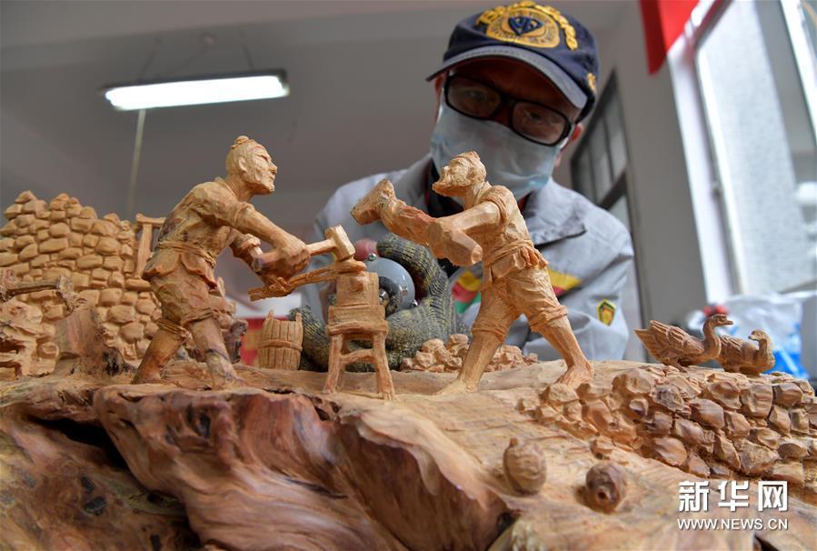 (文化)(2)同台竞技秀雕刻风采 方寸之间展工匠精神