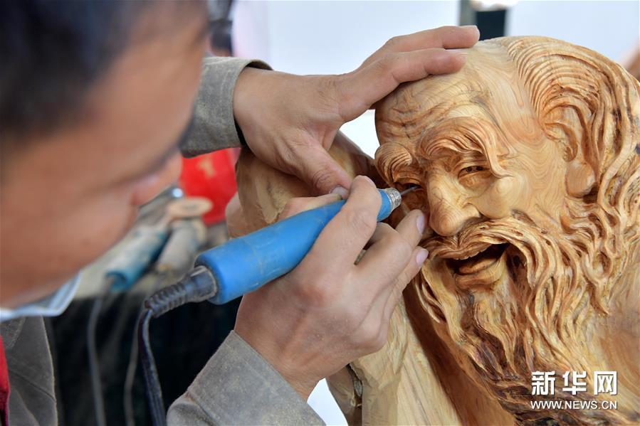 (文化)(5)同台竞技秀雕刻风采 方寸之间展工匠精神